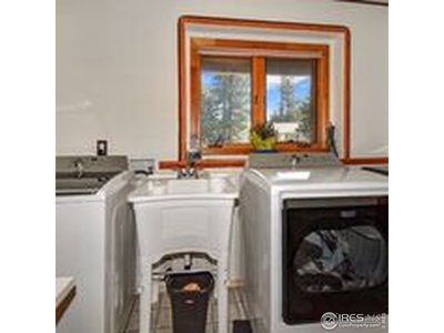 Laundry w utility sink