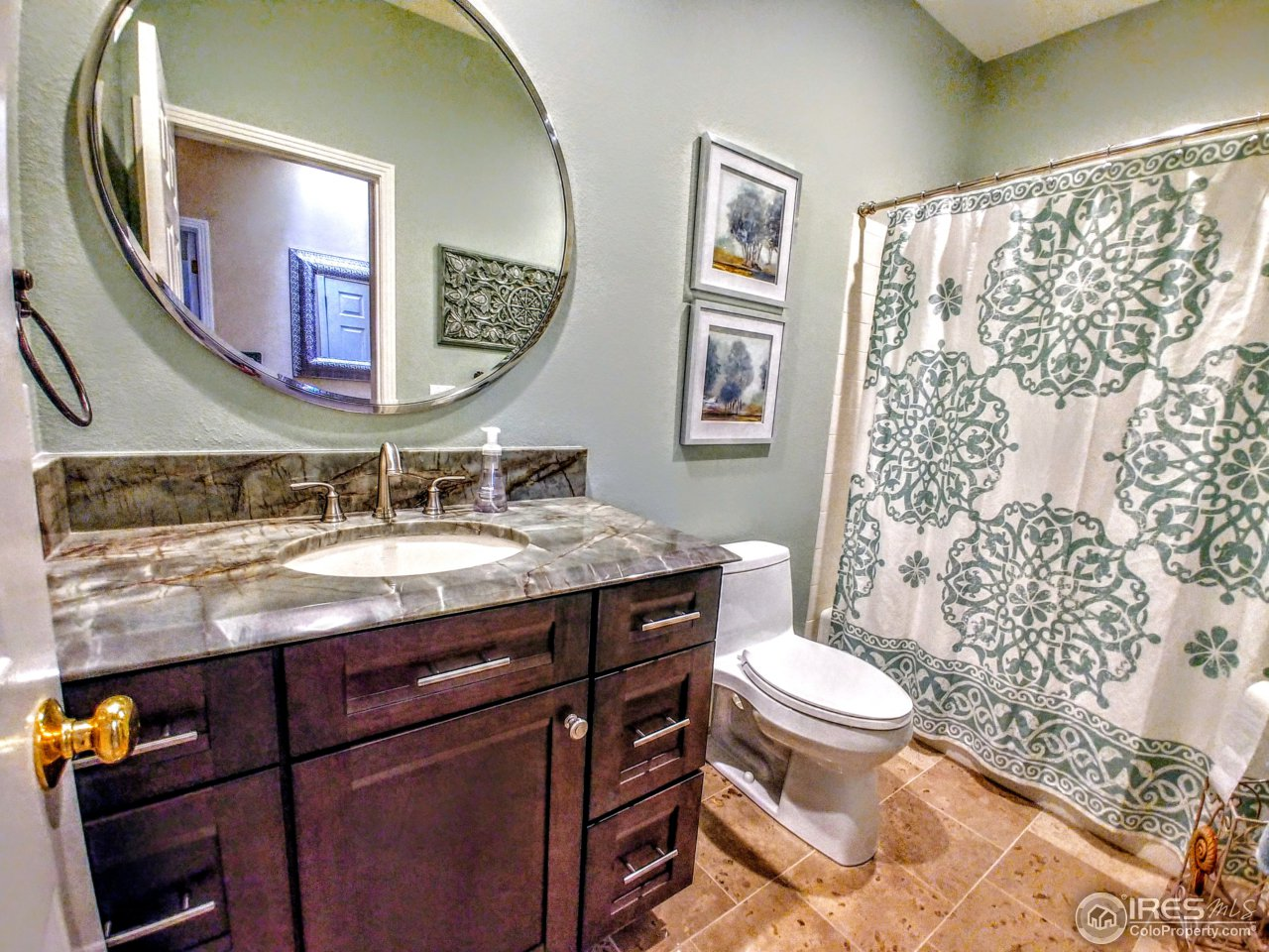 2nd floor hall bath