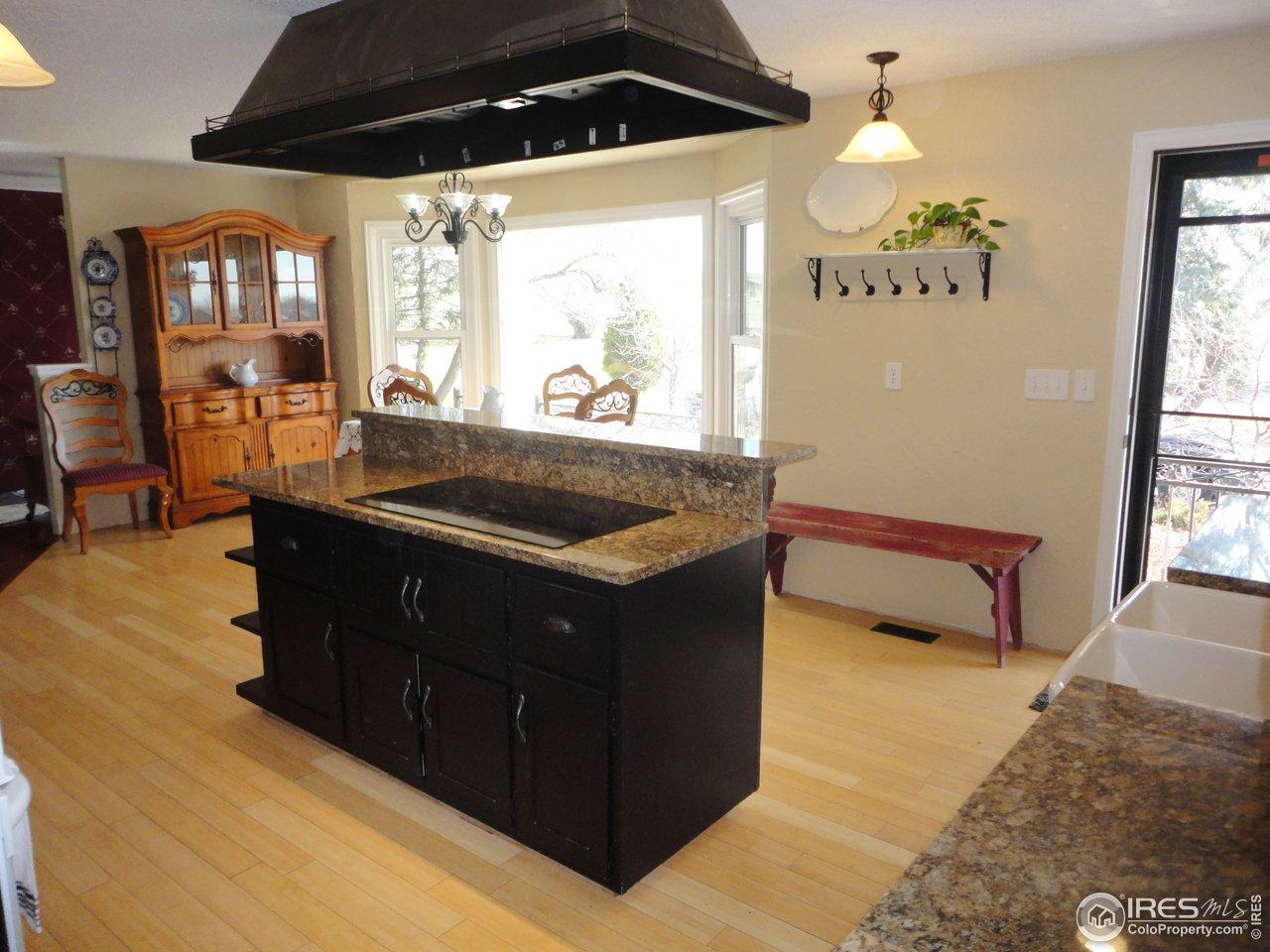 Kitchen Island with Breakfast Bar & Built-in Range