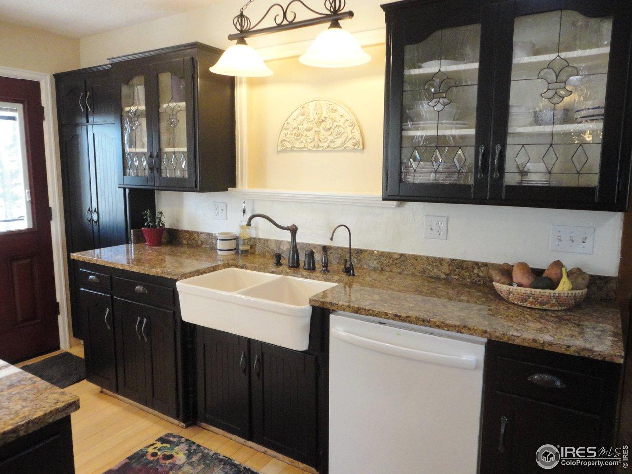 Granite Counters & Farmhouse Style Apron Sink