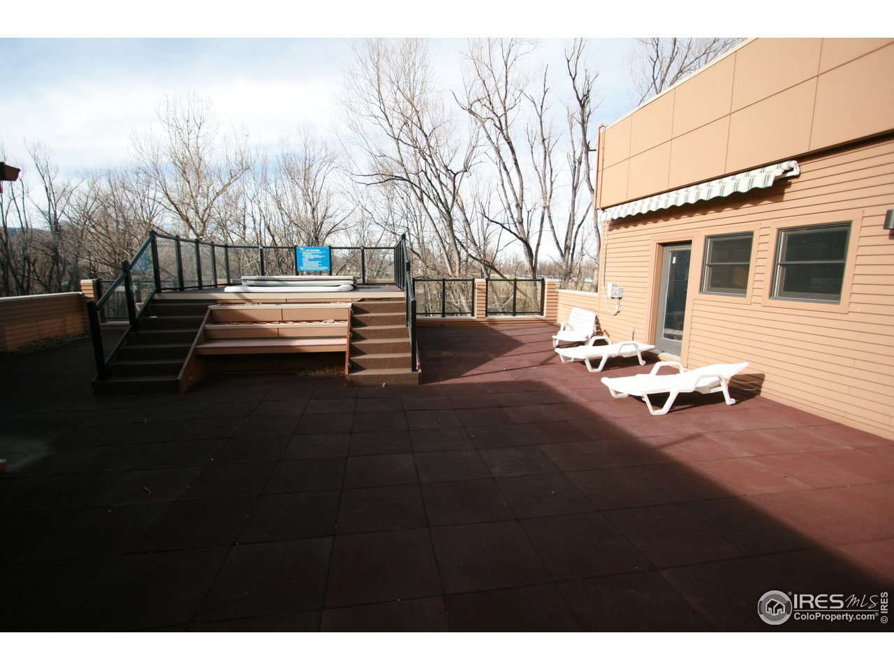 Upstairs hot-tub and deck overlooking Boulder Cree