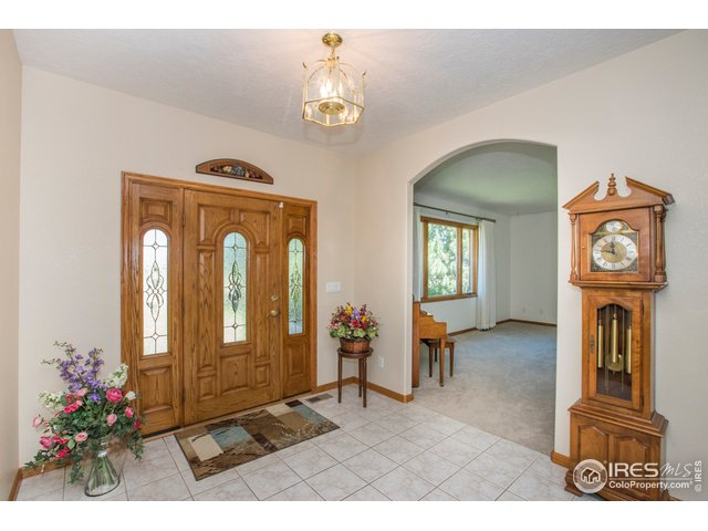 A spacious & welcoming foyer
