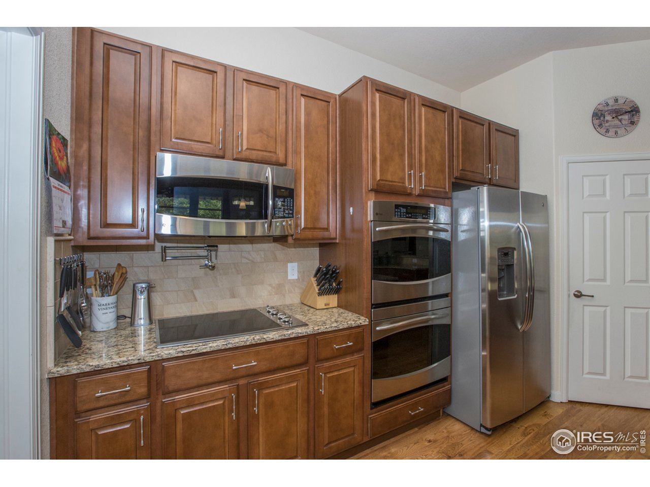 Pot filler, double ovens & refrigerator included