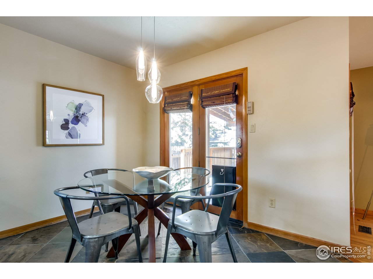 Eat-in Kitchen w/ Access to Backyard