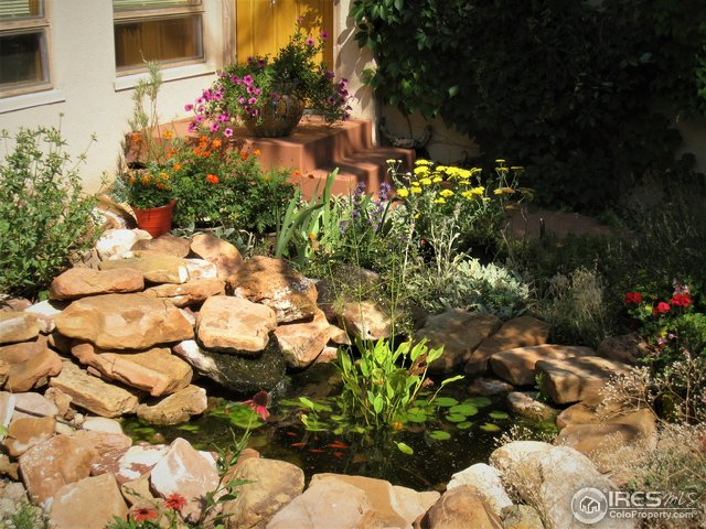 Flowing water feature