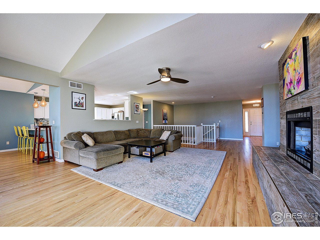 Very open floor plan w/ oak floors!