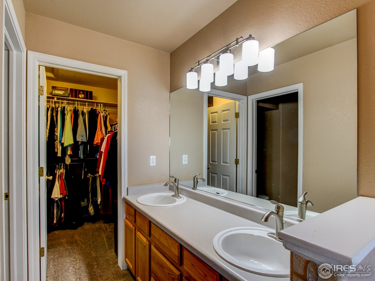 Main lvl bathroom