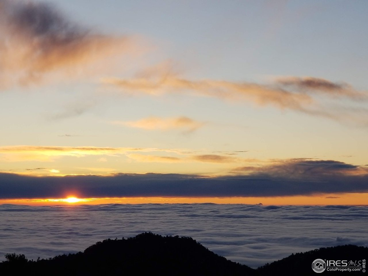 OMG! Sunrise above & between the clouds