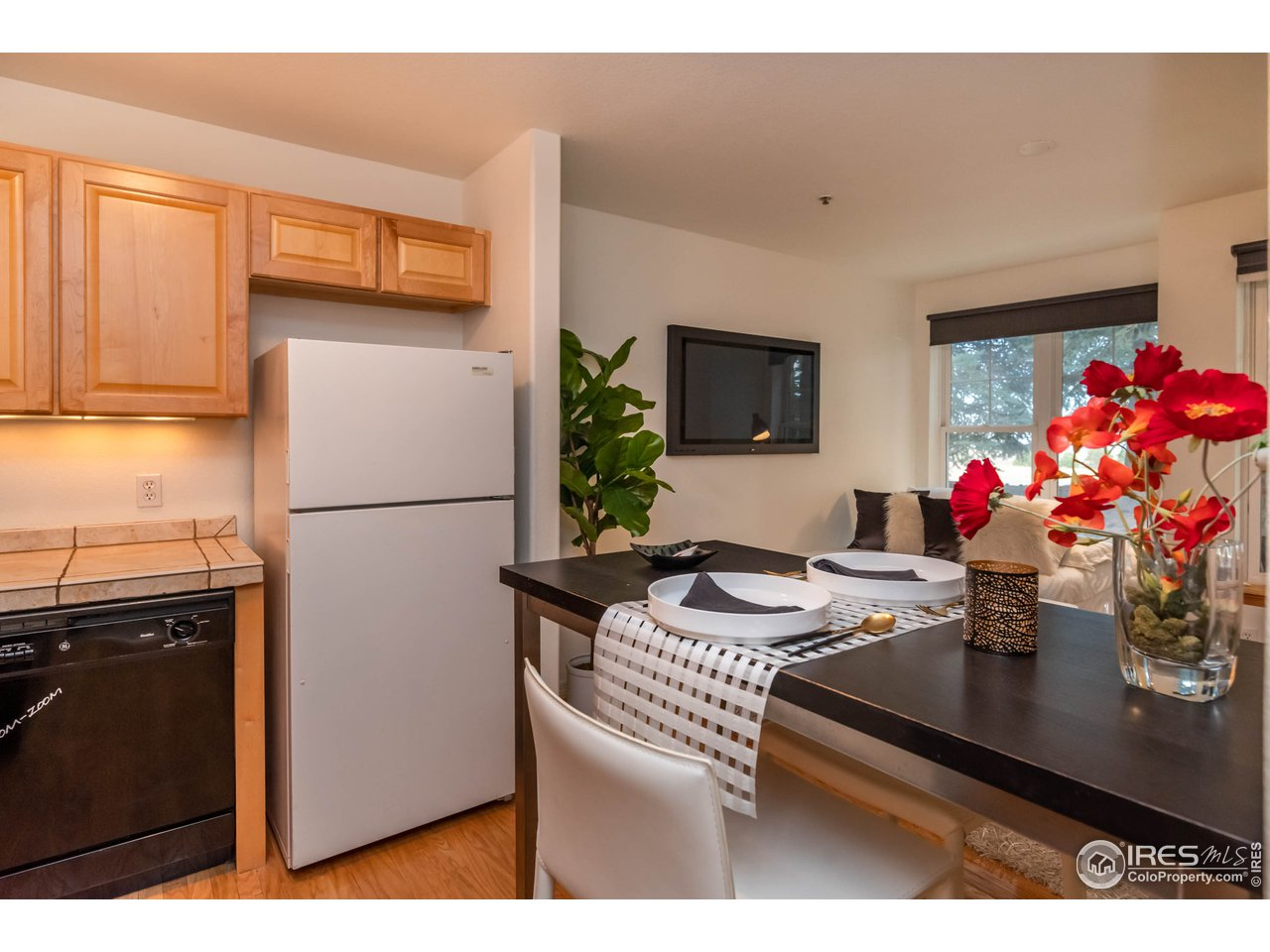 Kitchen w/ Full Size Appliances and Maple Cabinets