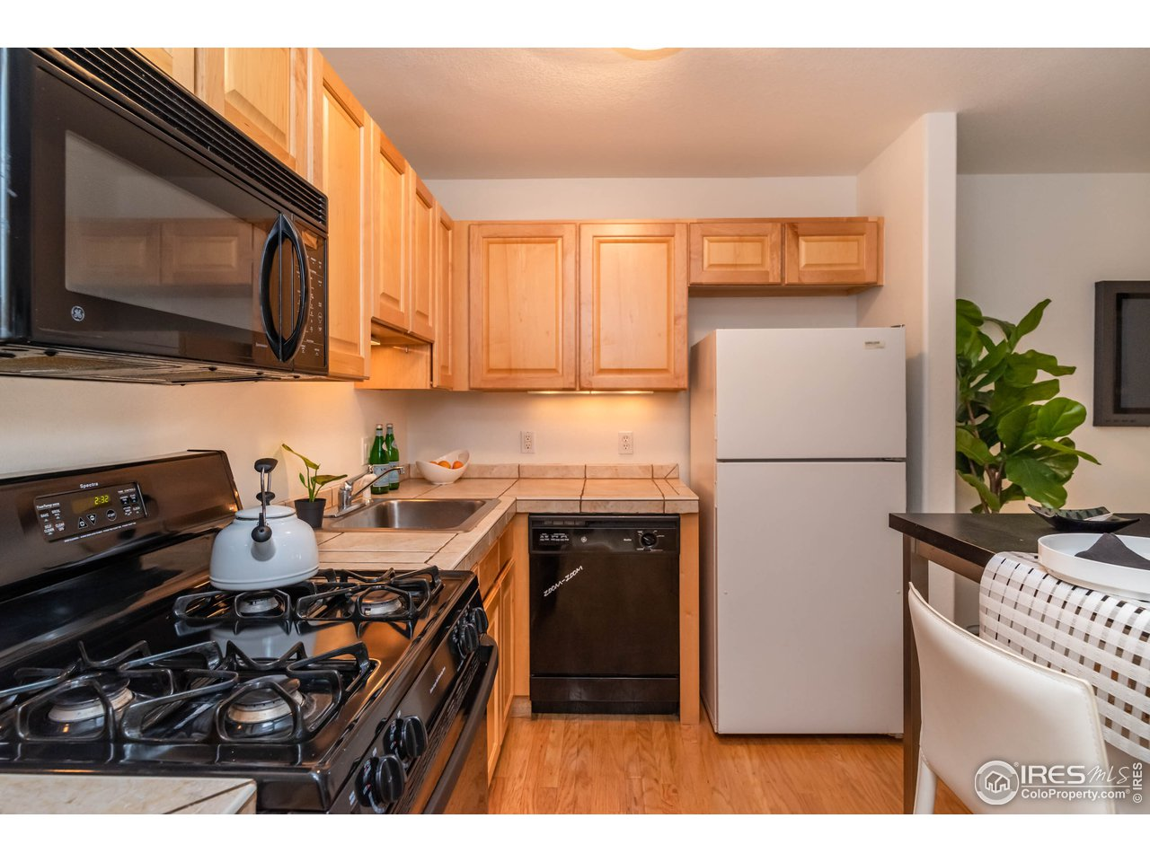 Kitchen w/ Gas Range/Oven and Tile Countertops