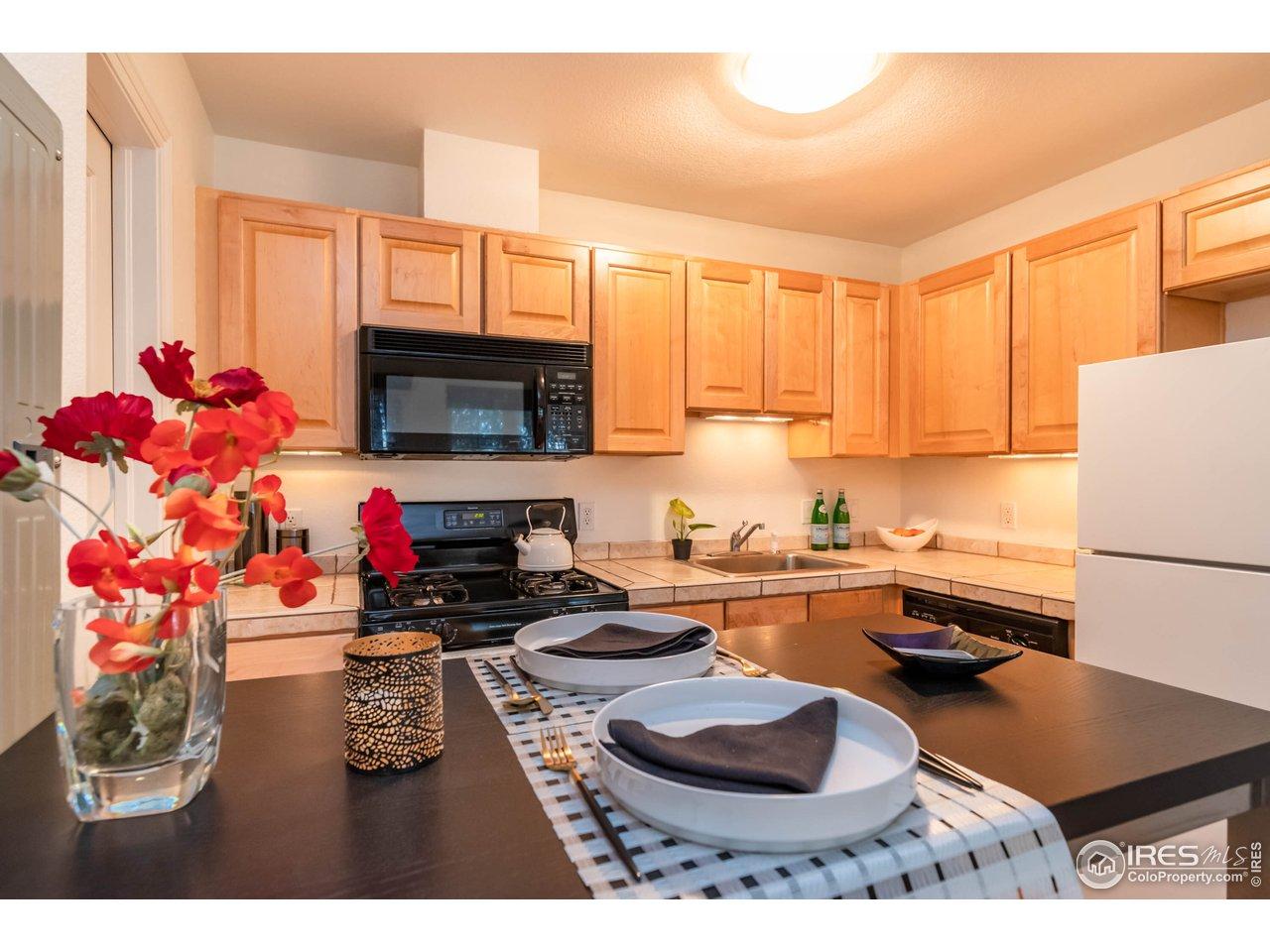Bright Kitchen/Dining Area