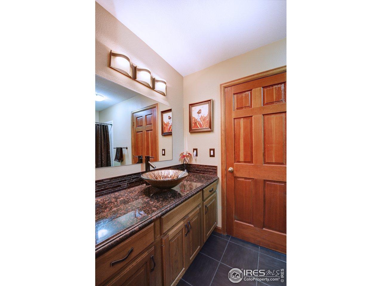 Main Floor Bath 3/4