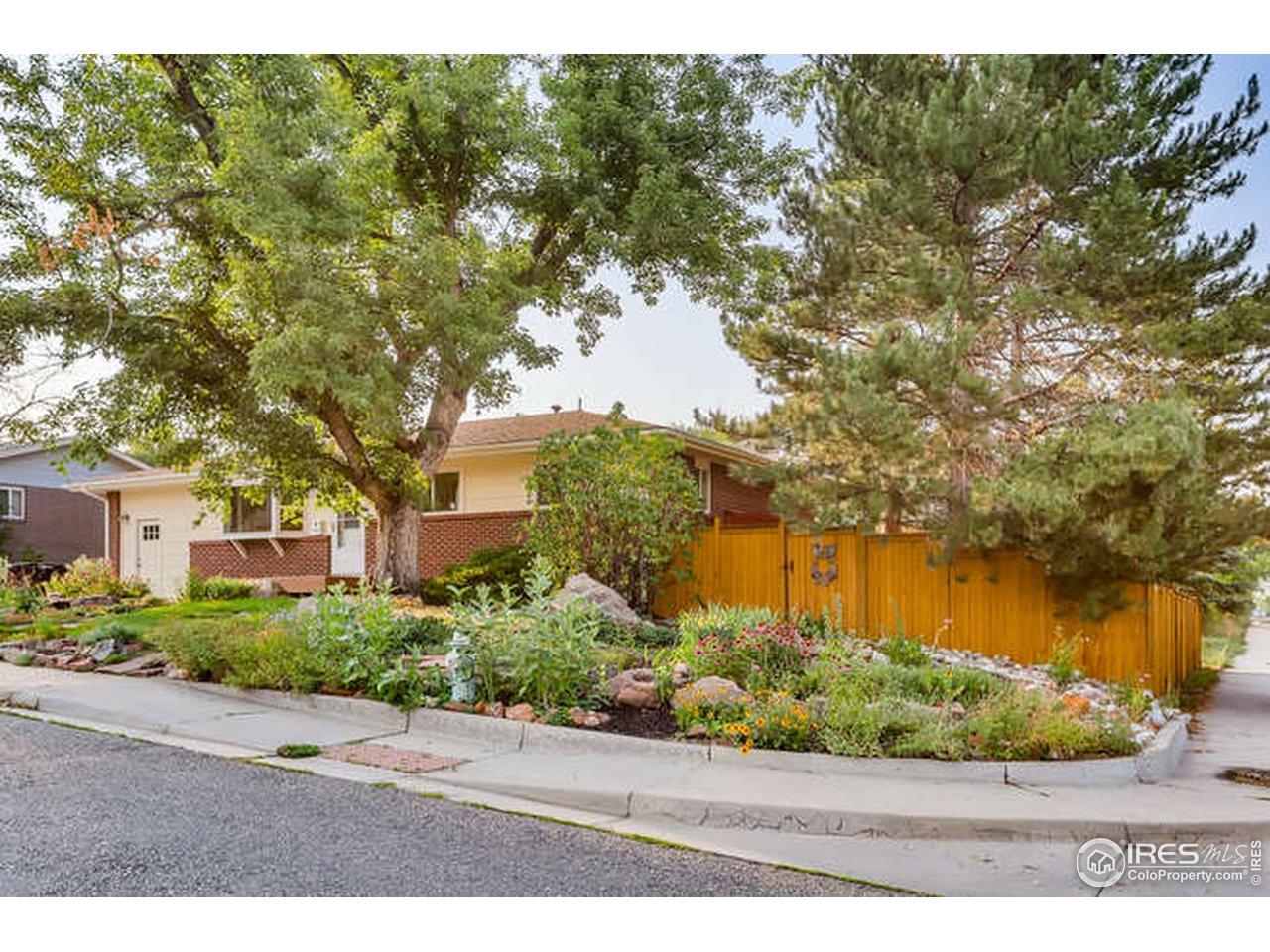 Large Corner Lot in Majestic Heights