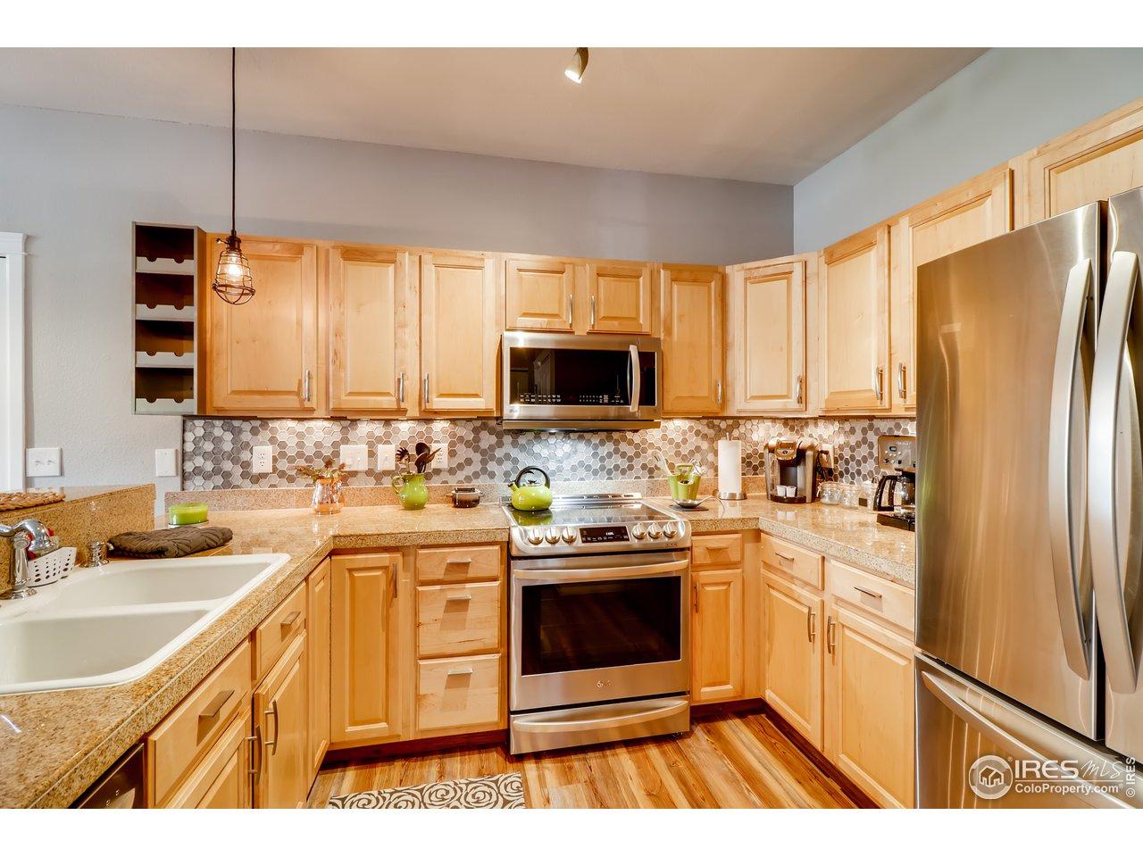 updated kitchen w new appliances