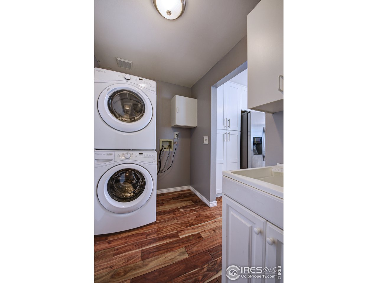 Washer/Dryer included, laundry sink also!