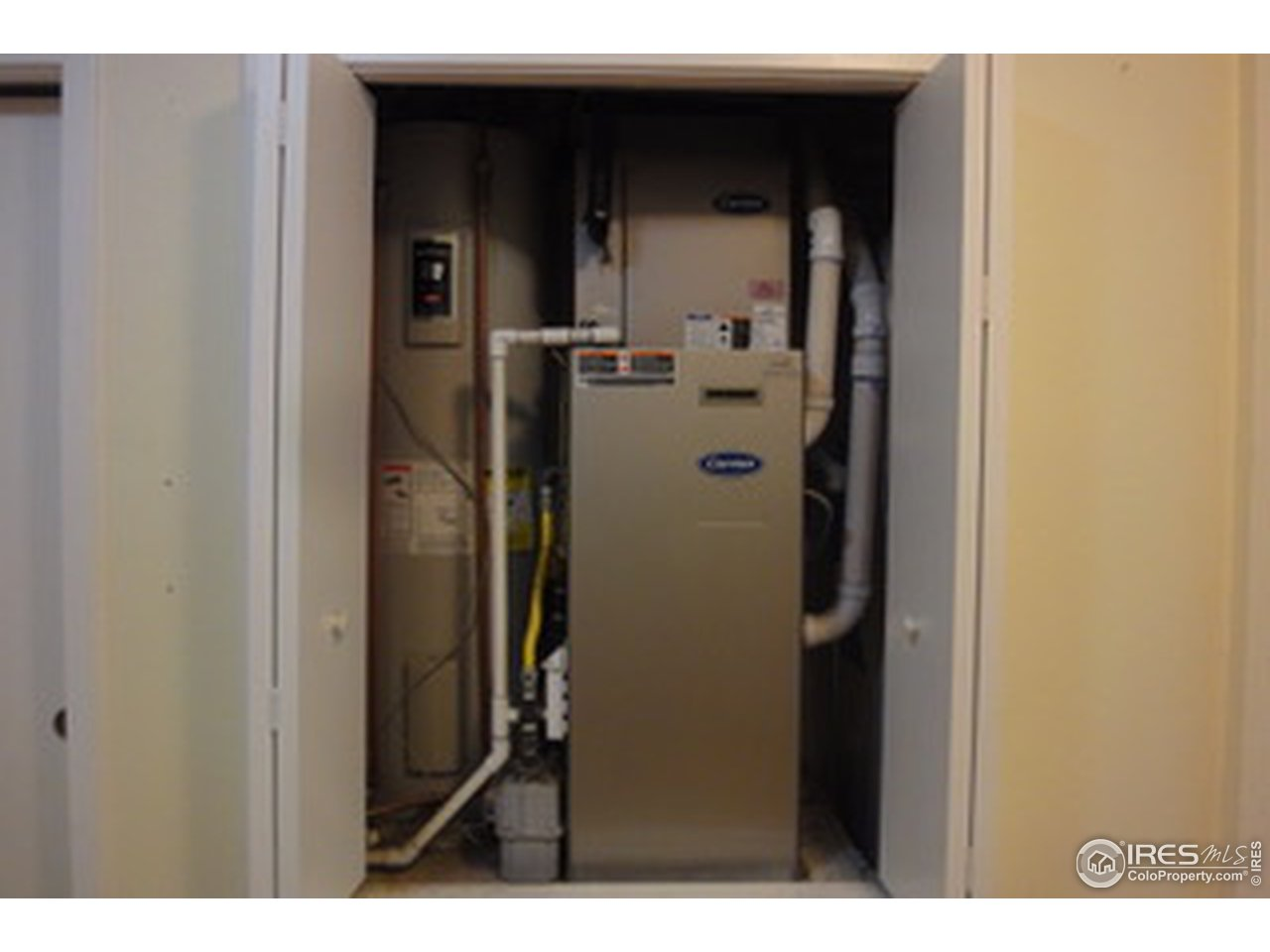 Gas forced air furnace