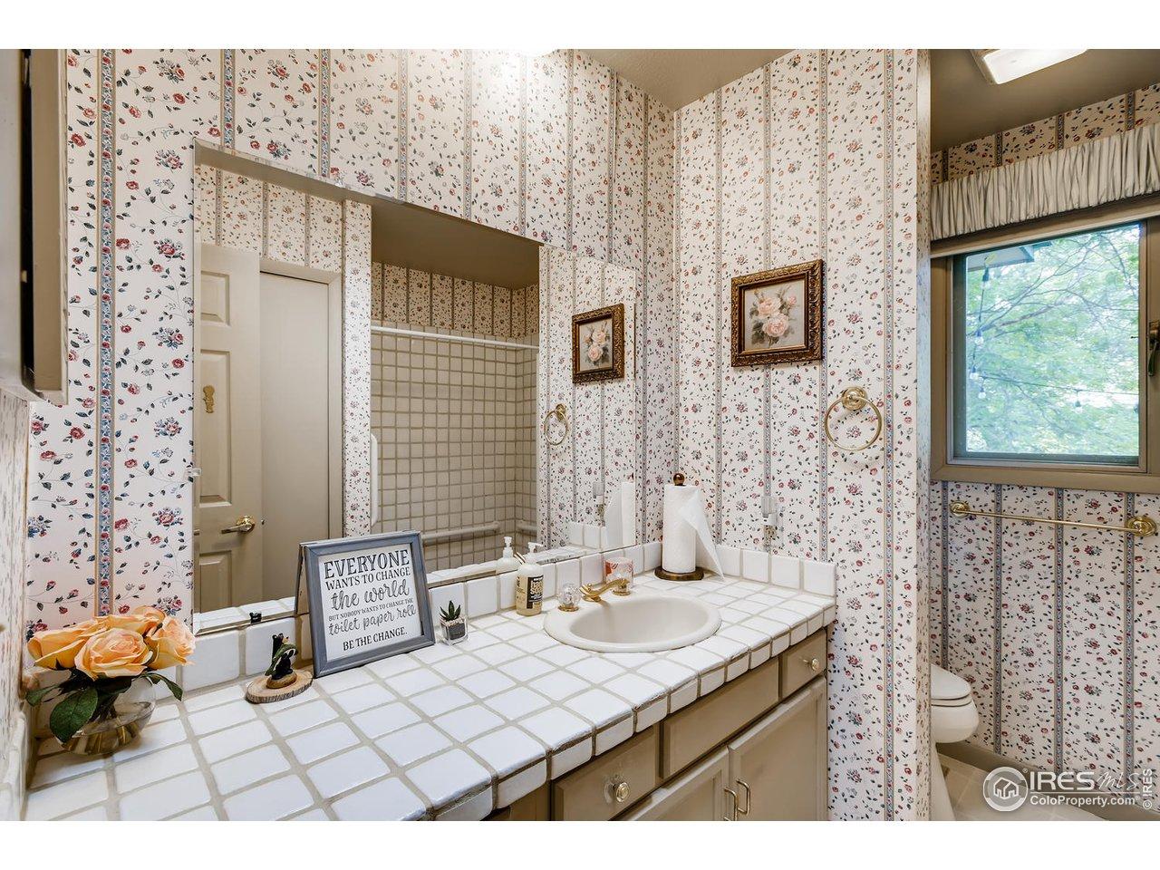 Full Bath in Hall