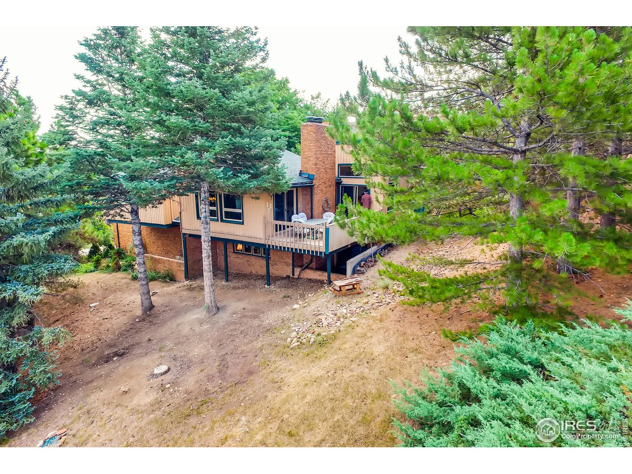 Ideal Sloping Lot for Views