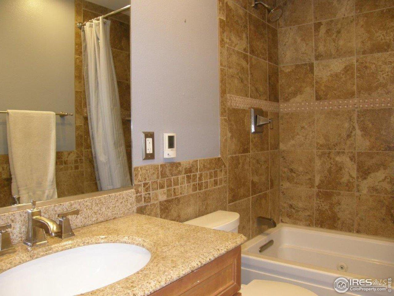 2nd floor hall bath w/ Jacuzzi tub