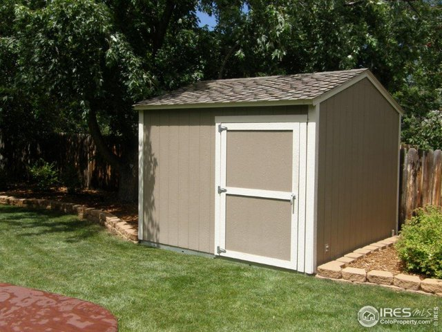 10x10 shed w/ electricity