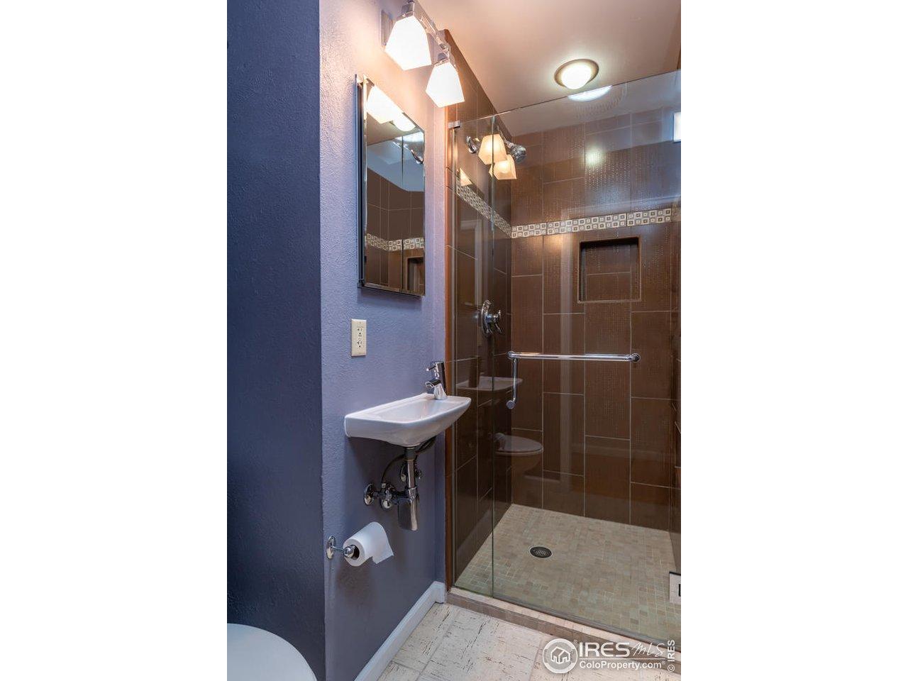Remodeled 3/4 bathroom