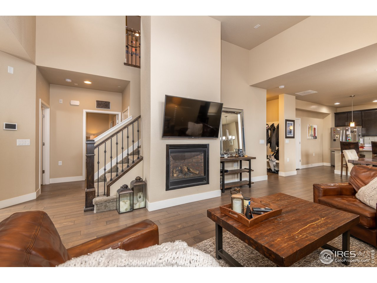 Great room w/gas fireplace