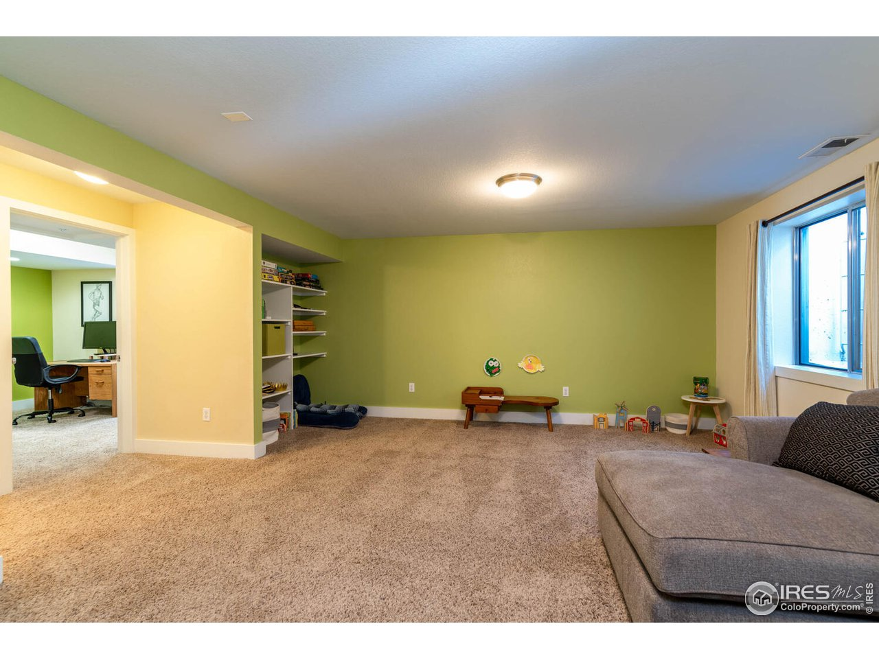 Large rec/room family room with egress window