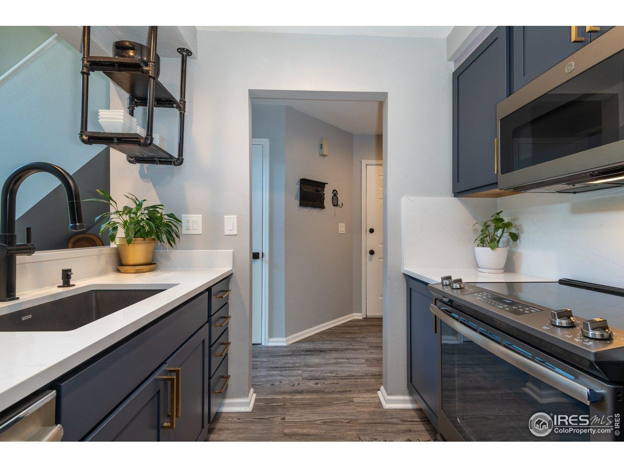Fantastic, fully remodeled kitchen