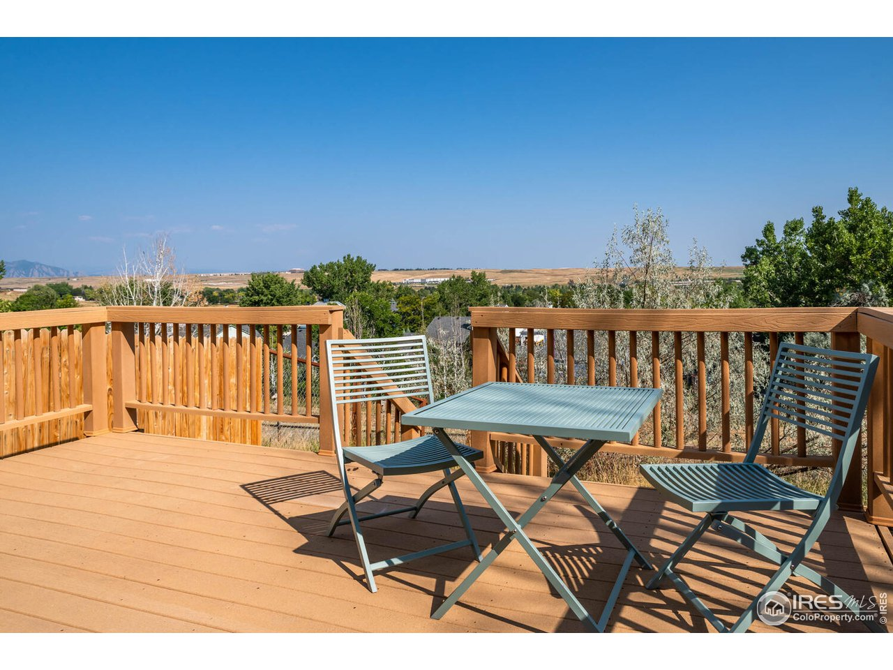 Large newer trex type deck with views