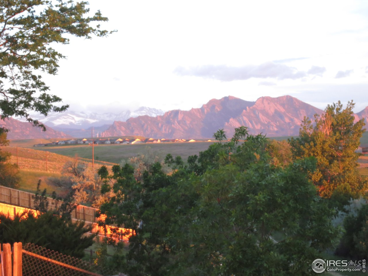 Your morning Snow-capped and Flatirons views!