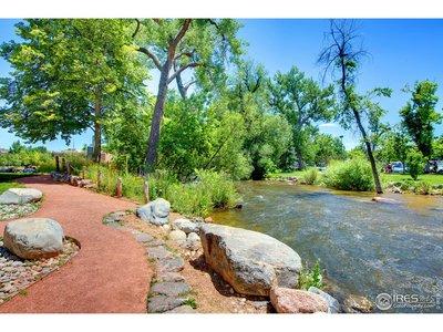 Walking distance to Boulder Creek