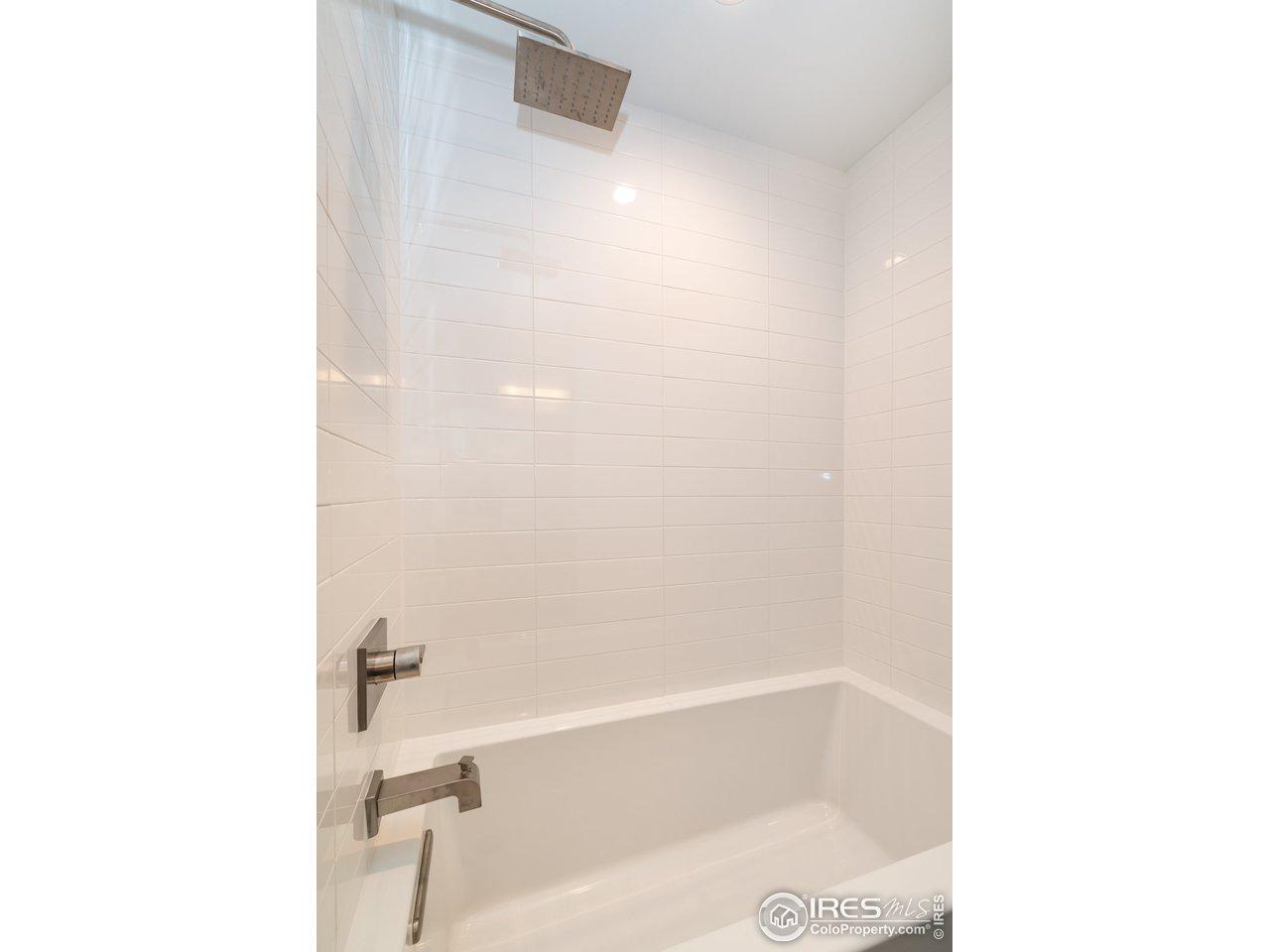 Beautiful 2nd Bath