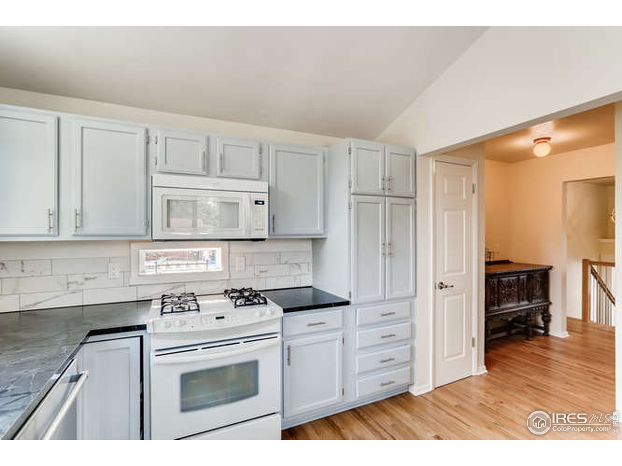 Kitchen + Pantry Room
