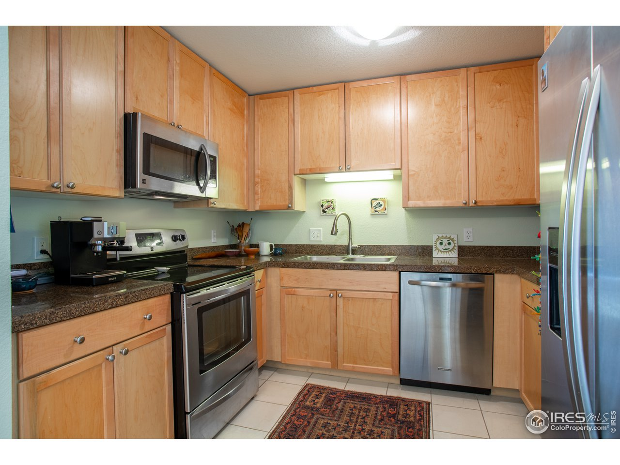 Stainless appliances, granite tile counter