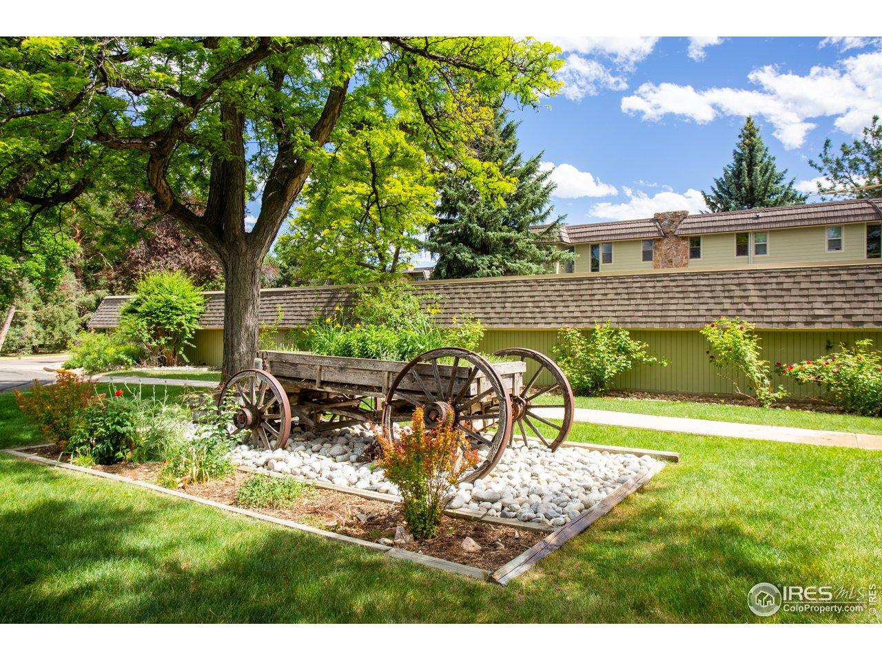 Remington Post has expansive landscaped grounds