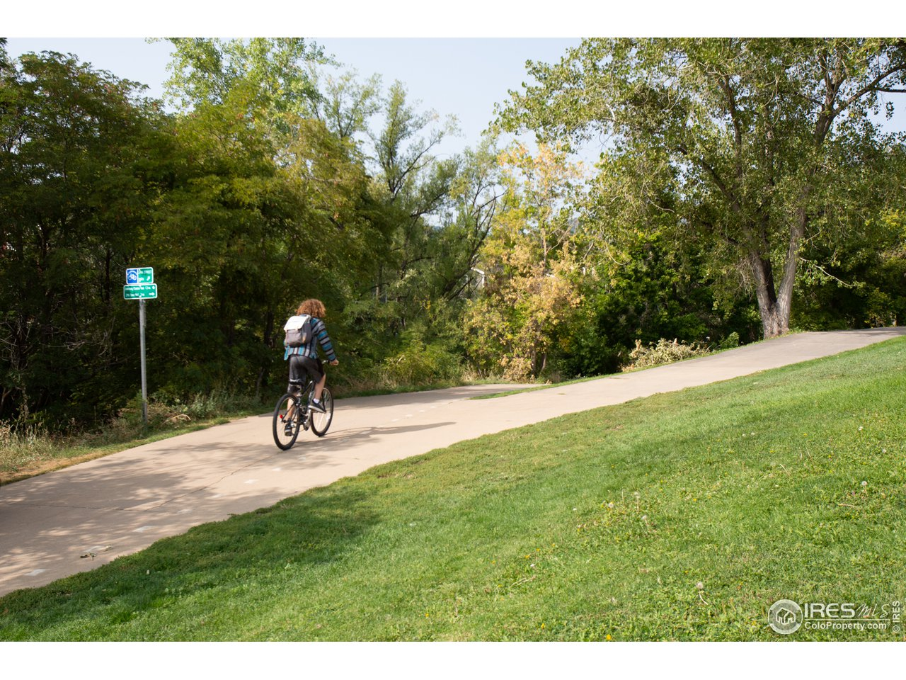 Close to walk/bike path and park