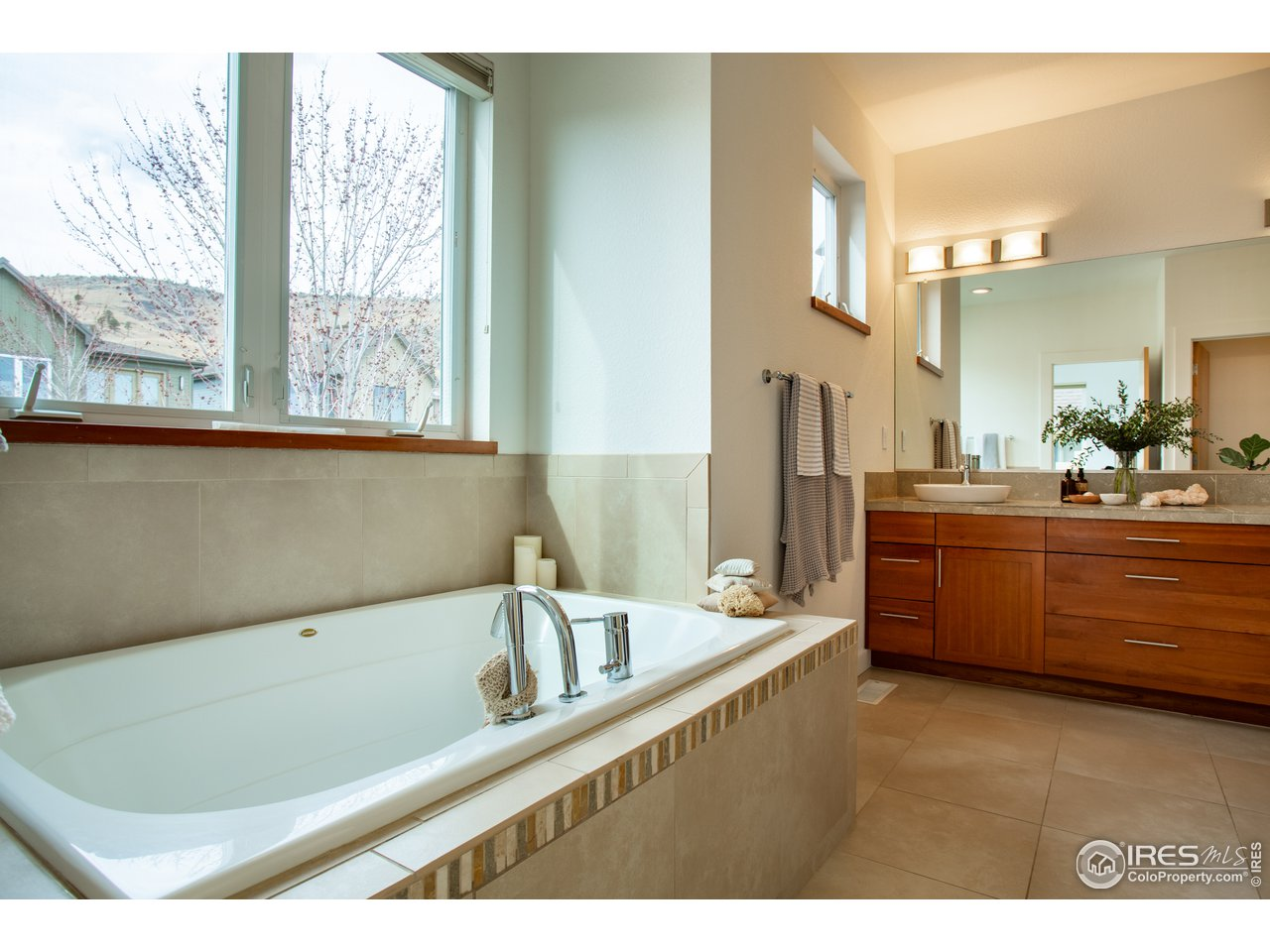 Primary bath with jetted tub
