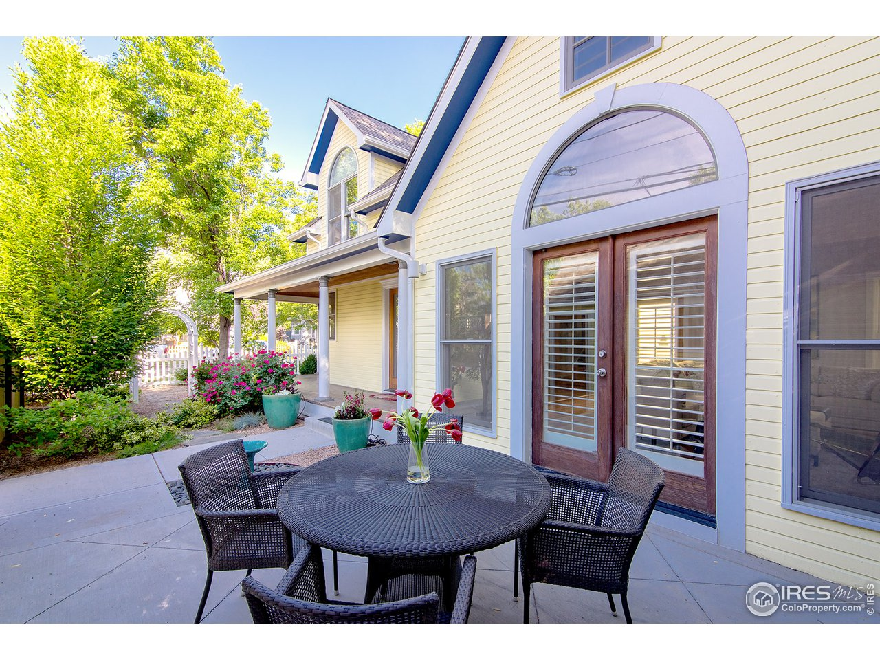 Great connection to the patio thru french doors!
