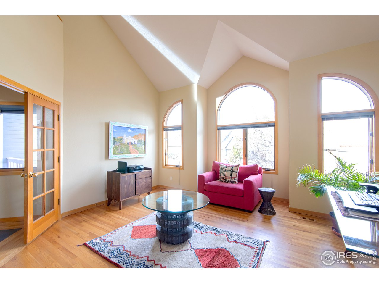 south facing windows & vaulted ceilings
