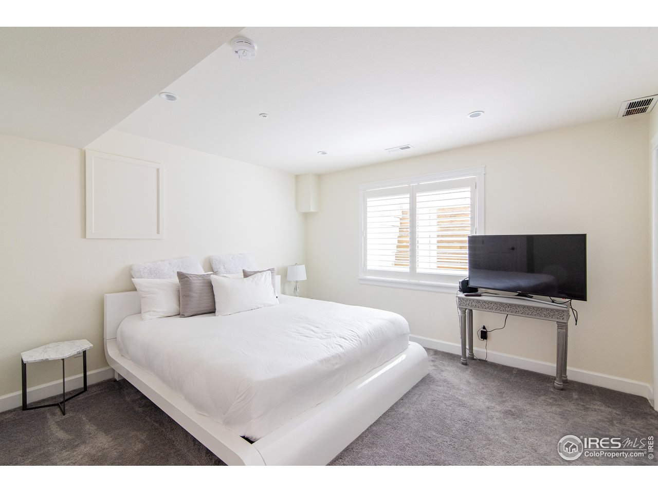 5th bedroom(basement)