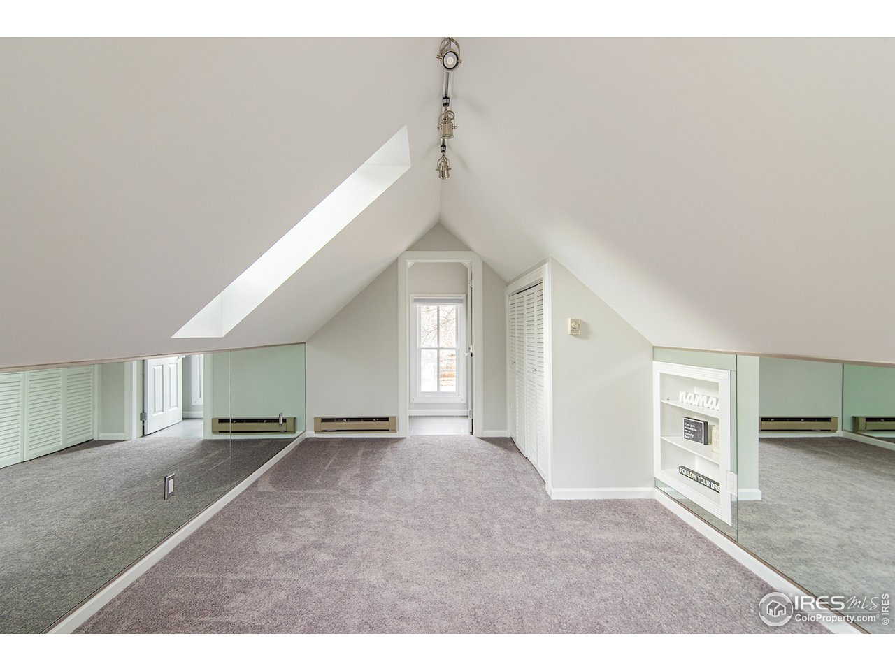 Studio space above garage - great for exercise/yoga or just a quiet retreat from everyone else!