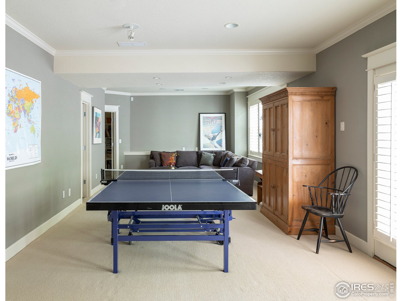Large rec. room with walk out