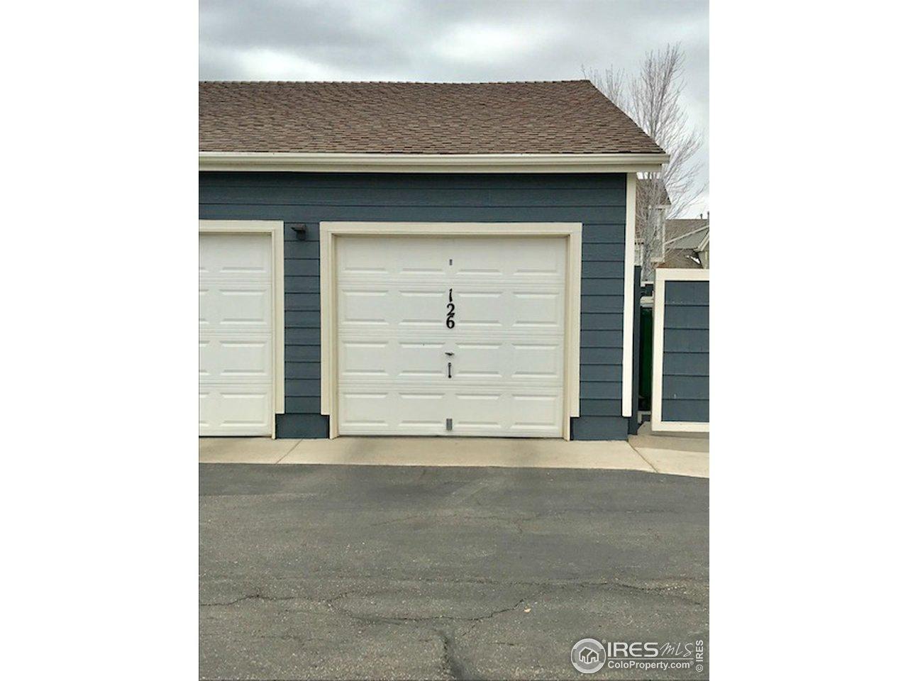 Detached garage!