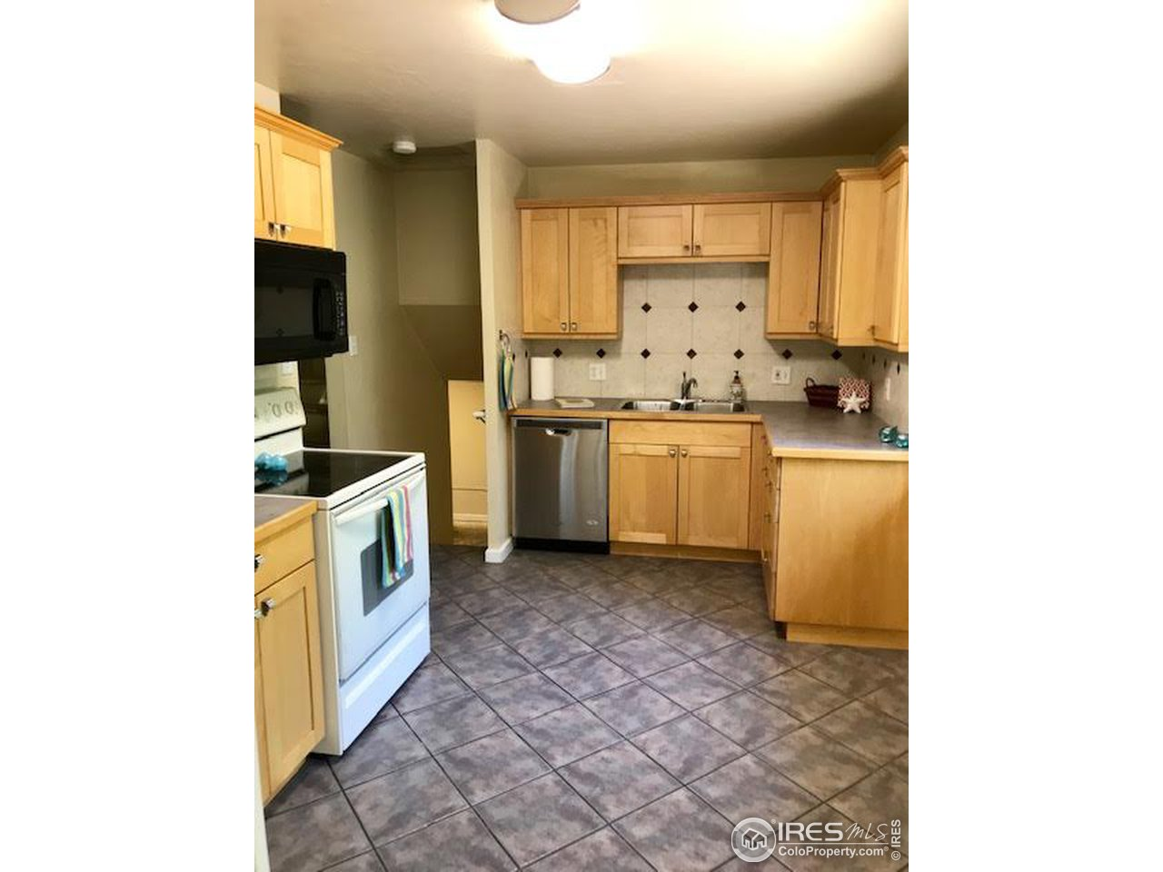 Spacious kitchen with room for a table!