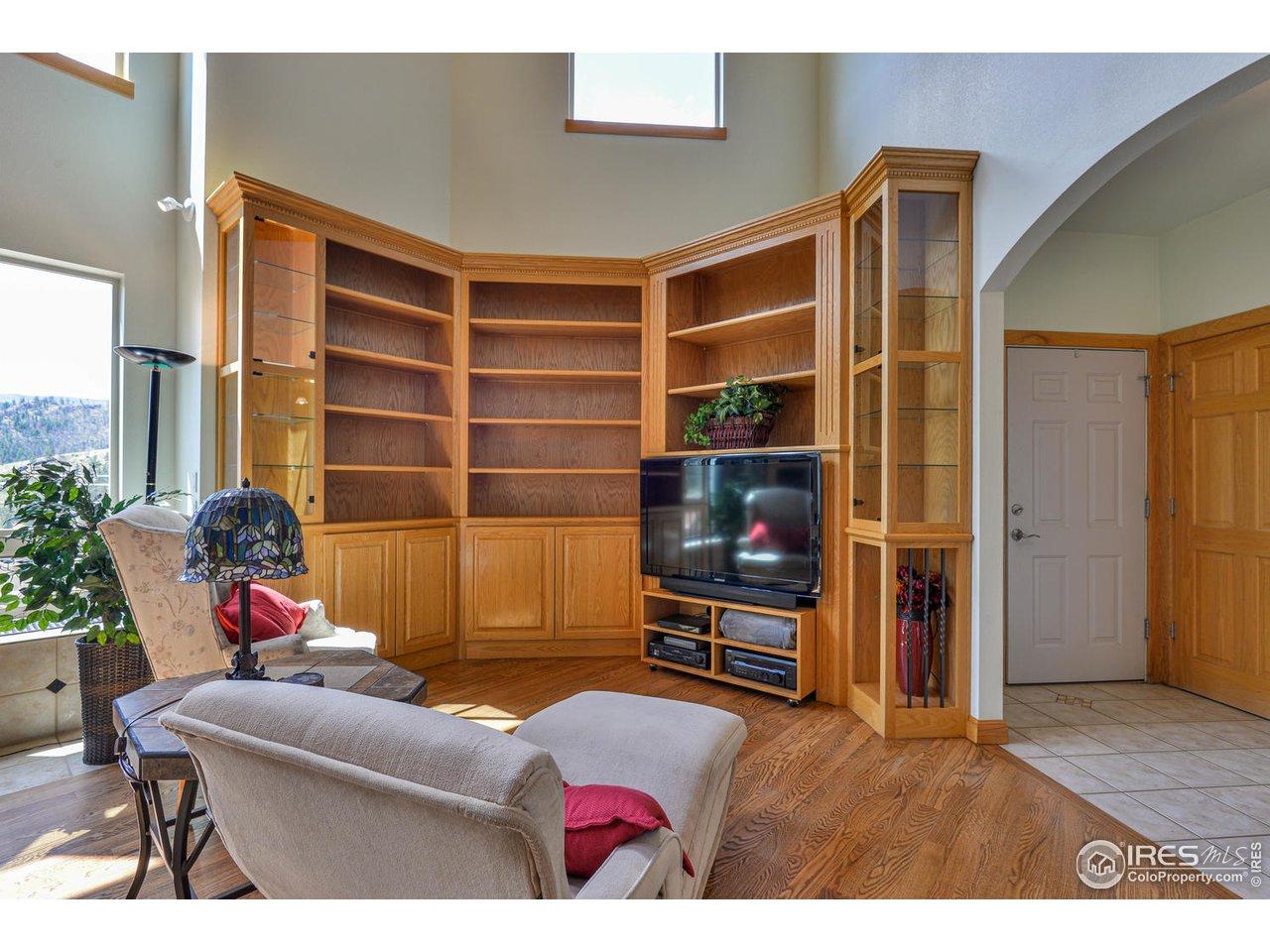 Built In Bookshelf & Display Cases
