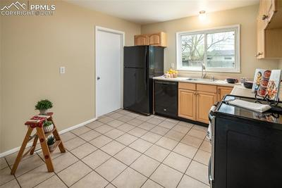 Eat in kitchen with lots of cabinet space