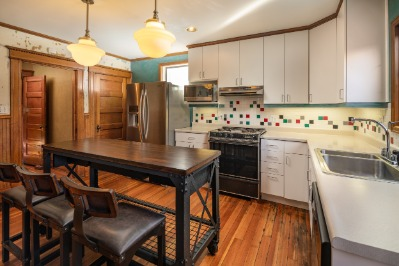 Spacious kitchen with access to the backyard.