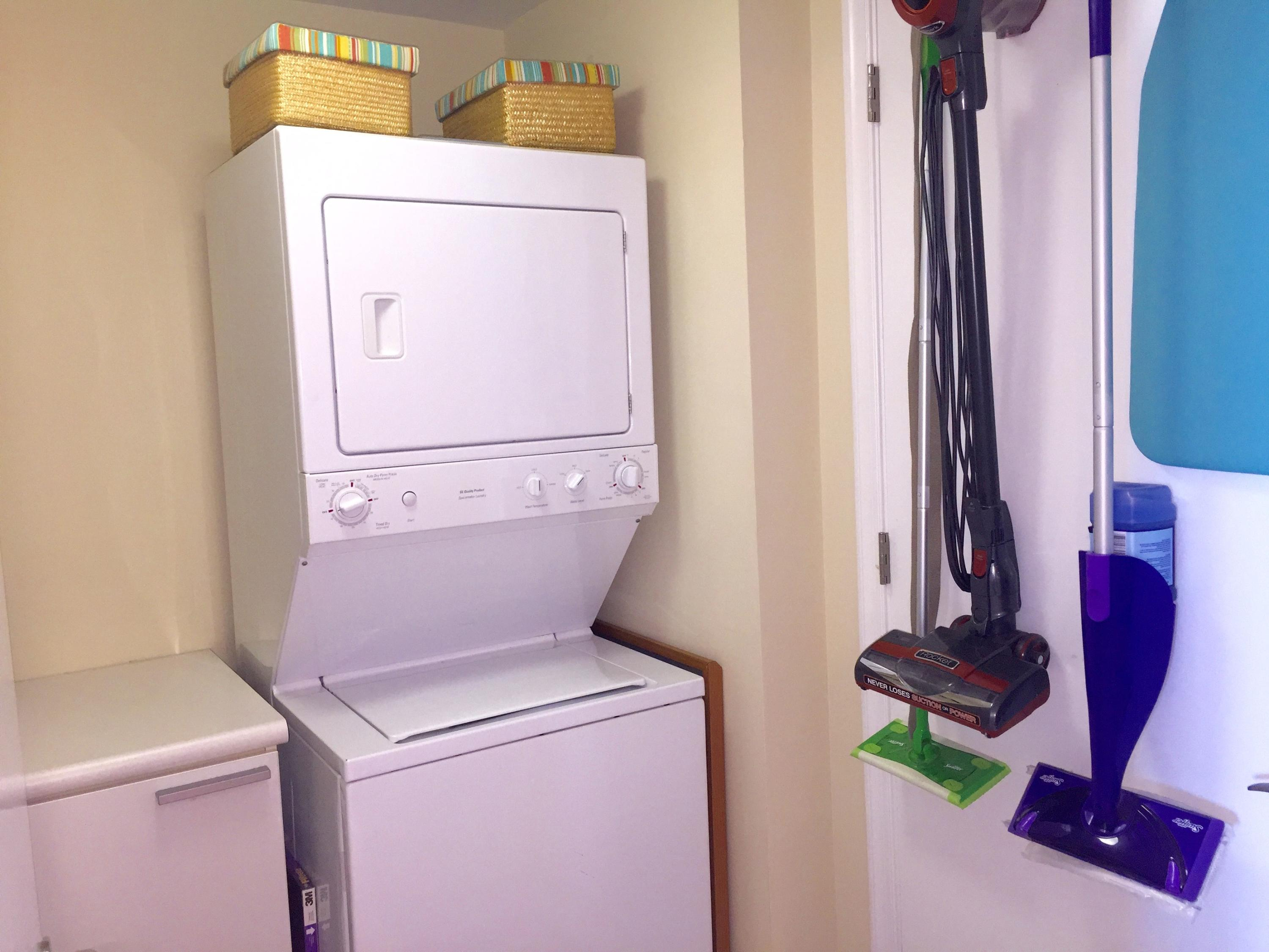 INTERIOR LAUNDRY ROOM
