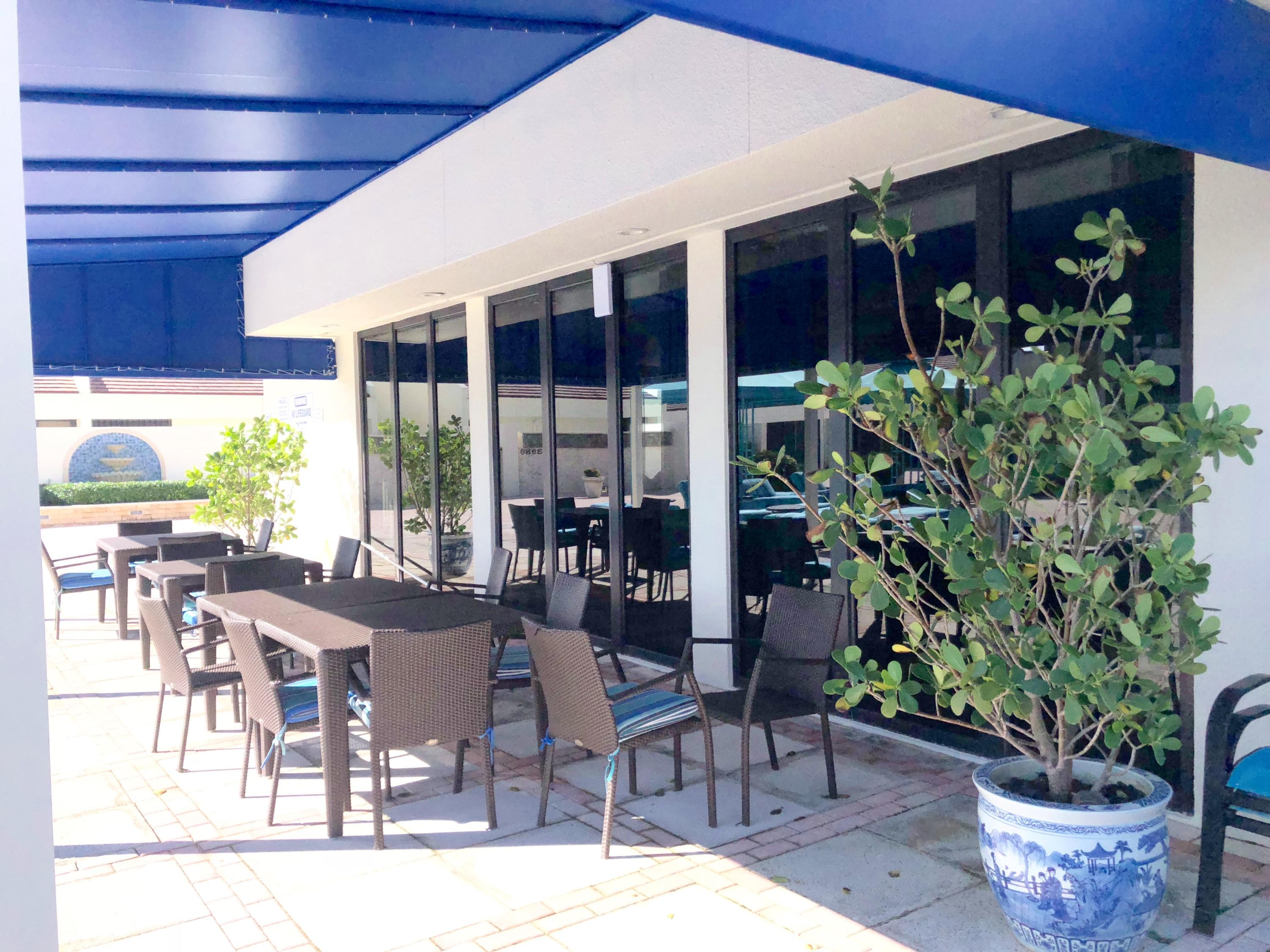 LE CLUB RESTAURANT OUTDOOR SEATING