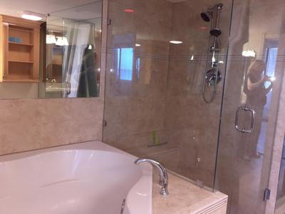 MASTER BATH TUB & SHOWER